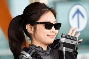 Jennie được báo giới vây kín khi ra sân bay đến Anh