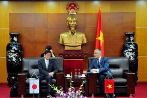 Thứ trưởng Trần Quốc Khánh tiếp đoàn Phó Thống đốc tỉnh Wakayama, Nhật Bản