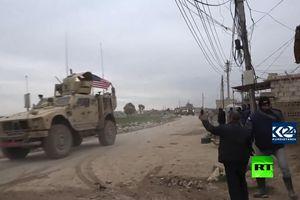 Video đoàn xe quân sự Mỹ bị người dân ở Syria ném đá dữ dội