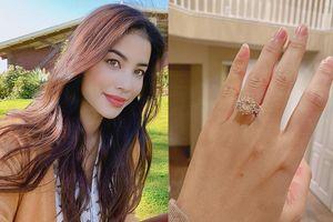 Phạm Hương được tặng nhẫn kim cương ngày Valentine