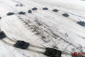 Màn cầu hôn bằng xe tăng 'chất' nhất thế giới trong ngày Valentine ở Nga