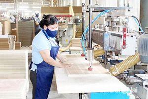 Thêm chính sách thu hút lao động nữ ngành gỗ