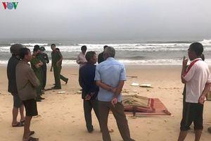 Phát hiện 1 thi thể nam giới trôi dạt vào bờ biển