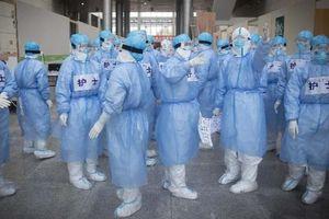 1.716 y bác sĩ nhiễm bệnh và cuộc khủng hoảng mới của TQ