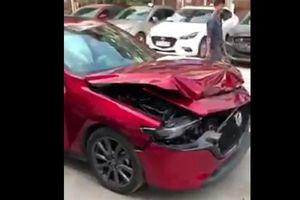Thử phanh tự động không thành công, Mazda3 đời mới hư hỏng phần đầu