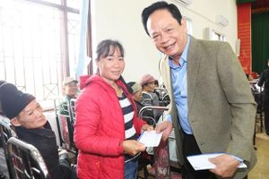 Doanh nhân Đào Hồng Tuyển chi 5 tỷ đồng mua khẩu trang tặng người dân Quảng Ninh