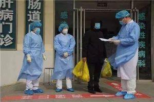 Nhiễm virus corona nhưng cố tình không chịu cách ly, người đàn ông bị đưa lên đồn ngay khi ra viện