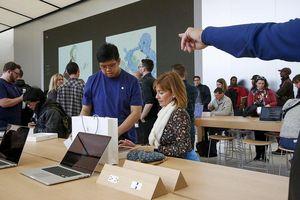 Buộc nhân viên phải ở lại sau giờ làm để lục soát tư trang, Apple đối mặt với án phạt nghìn tỷ