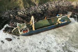 Tàu 'ma' bí ẩn tự trôi qua 3 châu lục rồi dạt vào bờ biển Ireland