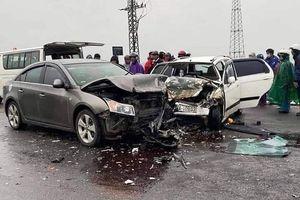 Hai ô-tô đối đầu, sáu người bị thương