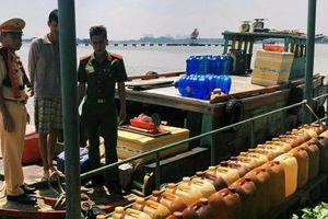 Phát hiện hơn 1.600 lít dầu không rõ nguồn gốc trên sông Đồng Nai