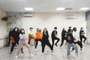 Học sinh chế điệu nhảy lan tỏa tinh thần lạc quan giữa dịch covid-19