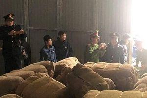 Vụ 42 tấn thuốc lá nhập lậu tại Cao Bằng: Công an làm việc với các đối tượng liên quan