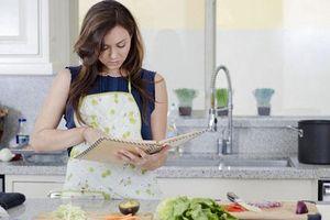 Lần đầu tới ra mắt không biết cầm dao làm bữa ăn nên bị mẹ người yêu cấm cản, một tháng sau tôi quay trở lại khiến cả nhà phải kinh ngạc