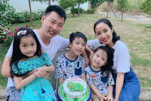 Ốc Thanh Vân được ông xã tự tay mang tặng giày hiệu mừng sinh nhật lúc 3h sáng