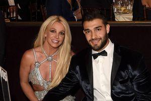 Britney Spears bị gãy chân