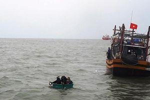 Tàu cá chìm ở Quảng Bình, 1 ngư dân mất tích