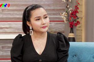 Vợ trẻ Khánh Đơn từng hoang mang khi biết anh nuôi bố vợ cũ