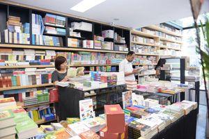 Phải chọn đúng và chọn trúng sách để dịch