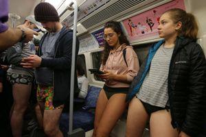 Hình ảnh xấu xí trong hệ thống tàu điện ngầm lâu đời nhất thế giới
