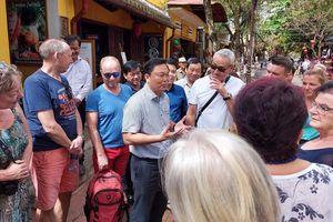 Trò chuyện với 'khách Tây',Chủ tịch Quảng Nam nói Hội An kiểm soát được Covid-19