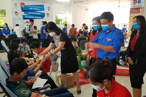 Cần Thơ: 5.000 khẩu trang y tế được phát miễn phí tại ngày hội Chủ nhật Đỏ