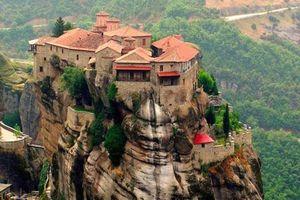'Bí ẩn' ngọn núi hơn 1.000 năm cấm phụ nữ đặt chân đến
