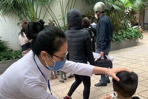 Học sinh trở lại trường vẫn phải 'chiến đấu với dịch bệnh'