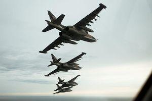 Nga tung Su-25 đánh phủ đầu Thổ Nhĩ Kỳ, Su-24 'suýt dính' tên lửa ở Syria
