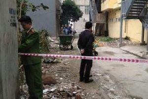 Hải Dương: Mẹ ngất lịm khi thấy con gái ngã từ tầng 6 tòa nhà xuống đất
