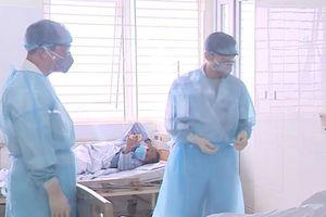 Các bác sĩ Việt Nam chủ động phòng lây nhiễm Covid-19 thế nào?