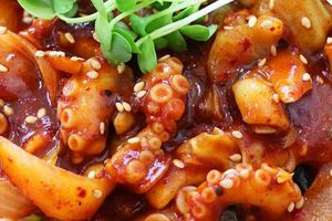Thịt bò sống, bạch tuộc xào cay và các món đặc sản Daegu