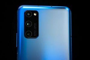 Trên tay smartphone 5G, cấu hình và pin 'khủng', 3 camera sau