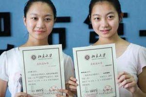 Chị em sinh đôi chênh nhau 5 điểm đại học và số phận khác biệt 10 năm sau