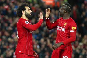 Ngược dòng hạ West Ham, Liverpool lại bỏ xa Man City 22 điểm