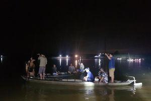 Vụ chìm ghe 6 người chết: Trục vớt chiếc ghe khám nghiệm