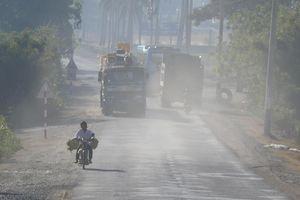 Kinh hoàng xe chở vật liệu xây dựng phóng nhanh vượt ẩu trên QL 27 ở Ninh Thuận