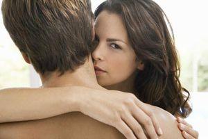 Phụ nữ có nét này thường 'thích của lạ', dễ ngoại tình, đàn ông chớ dại qua lại