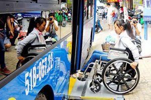 Hà Nội sẽ triển khai cấp thẻ xe buýt miễn phí cho người khuyết tật