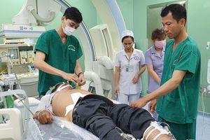 Bác sĩ rời lễ kỷ niệm Ngày Thầy thuốc để cứu bệnh nhân ngưng tim