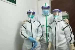 Nữ y tá nhiễm COVID-19 khi vừa hết kỳ nghỉ hộ sản
