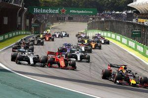 Vì sao những chiếc xe F1 phải gắn thêm 'đá'?