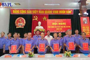 Cụm thi đua gồm 6 VKSND tỉnh khu vực Duyên hải Nam Trung Bộ ký giao ước thi đua