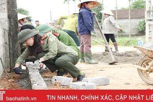 Hơn 50 CBCS Công an Hà Tĩnh giúp dân Cẩm Thịnh xây dựng nông thôn mới