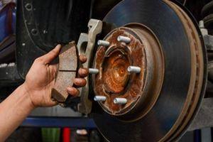 Lười thay dầu phanh ô tô có thể sẽ dẫn đến những hậu quả đáng tiếc