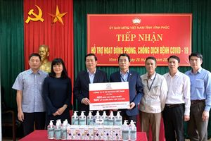 Toyota Việt Nam hỗ trợ thiết bị y tế phòng chống dịch Covid-19 cho Vĩnh Phúc