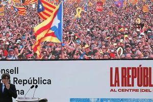 Cựu Thủ hiến Catalonia tái xuất, hàng nghìn người ủng hộ
