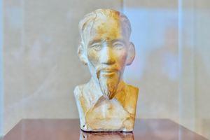 Tiếp nhận bức tượng bán thân Chủ tịch Hồ Chí Minh ở Côn Đảo: Bảo tàng sẽ phát huy tốt nhất giá trị vô giá của hiện vật