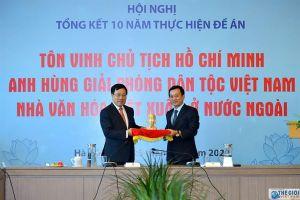 Tiếp nhận bức tượng Chủ tịch Hồ Chí Minh ở Côn Đảo