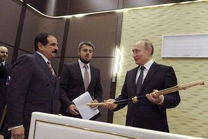 Các thanh kiếm và vũ khí cổ được trao cho Sa hoàng và lãnh đạo Nga